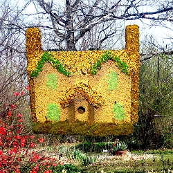 Colonial Edible Birdhouse Green