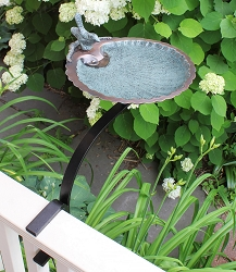 Achla Scallop Shell Birdbath with Rail Bracket