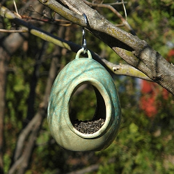 Alcyon Egg Fly-Through Bird Feeder Green