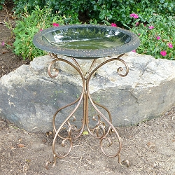 Tierra Garden Green Fiber Clay Bird Bath with Deluxe Metal Base