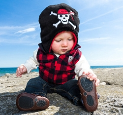 Luvali Kids' Reversible Winter Hat Pirate/Parrot
